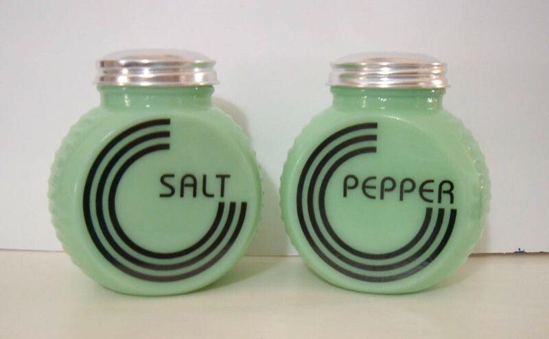 Jadite Green Glass Range Salt & Pepper Shakers Blk Circle Vintage Kitchen Style