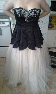 Womans black and white sweetheart neckline dress