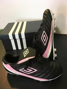 Girls Size 3 Umbro Soccer Cleats - Brand New!