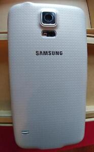 Samsung Galaxy S5 G900W8 mint with new Otterbox Defender case Strathcona County Edmonton Area image 3
