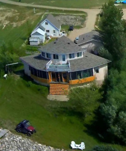 Magnificent 1.5 storey lakefront home at Collingwood Lakeshore