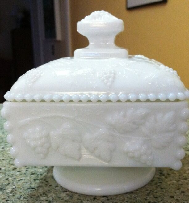 VINTAGE WESTMORELAND BEADED GRAPE LIDDED CANDY DISH WHITE MILK GLASS SQUARE