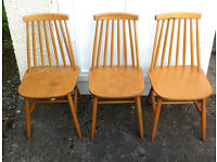 Wooden chairs x4