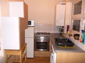 1 BEDROOM FLAT WITH GARDEN! AVAILABLE NOW!BOOKING FEE REQUIRED £995PM!COUPLES OR FRIENDS WELCOME!!