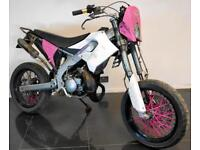 2007 07 DERBI SENDA SMT 50 WHITE 49CC MOPED LEARNER LEGAL SUPERMOTO 17K CAT N