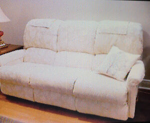 Reclining couch and loveseat London Ontario image 1