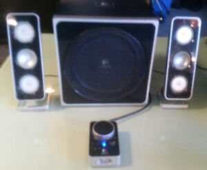 Logitech Z4 Speaker system.   Perfect working. Sounds great