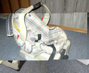 Car seat good condition $15.0 OBO