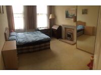 Large double room with plenty of storage perfect for students