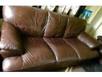 Excellent condition violino genuine leather 3 piece suite 2 x sofa & chair