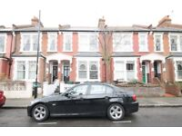 A WELL PRESENTED (TWO) BED/BEDROOM FLAT - 2 BATHROOMS - OWN GARDEN - ARCHWAY - N19
