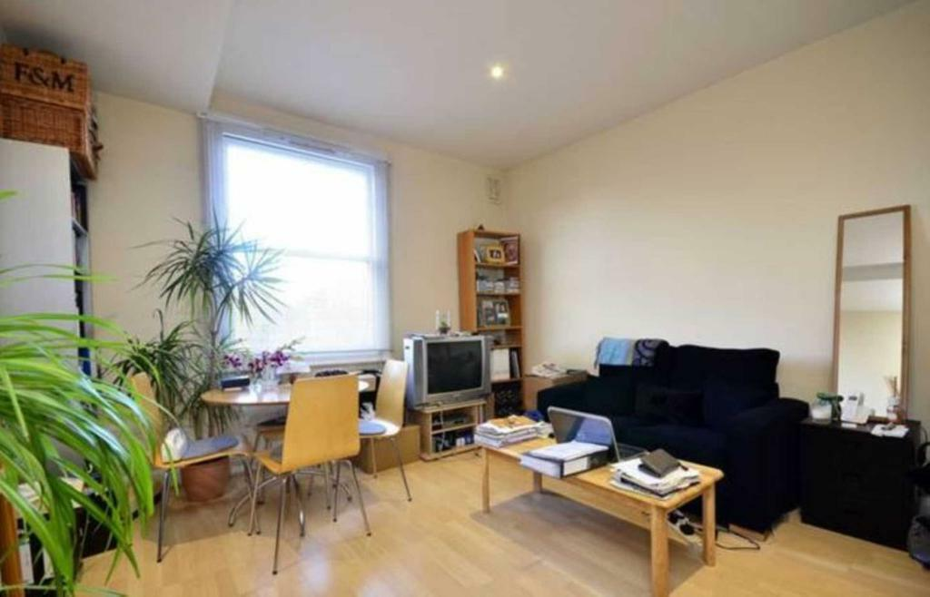 1 bedroom flat in Goldhurst Terrace, South Hampstead