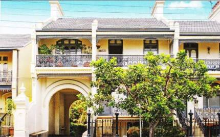 SHARE in GLEBE - A Four Bedroom Townhouse/Apartment.