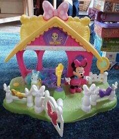 Minnie Mouse pony stable