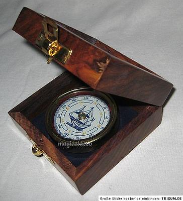 Kompass mit Schiffs- Windrose in dekorativer Holzbox
