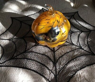 IRIDESCENT HAND BLOWN POLISH ART GLASS ORANGE AND BLACK FALL/HALLOWEEN PUMPKIN (Pumpkin Art)