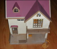 CALICO CRITTERS PLAYHOUSE WITH FURNISHINGS AND ACCESSORIES