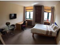 STUDIO Apartment 107 - Accommodation 3 min walk from Bradford University (Student or Professional)