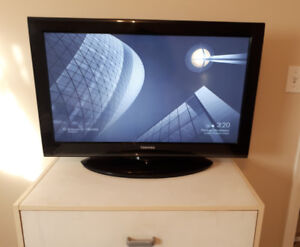 "32"" Flat Screen TV"