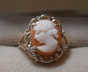 Vintage - 10K Yellow Gold Carved Lady Cameo Ring
