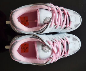 Roll on Wheeler shoes for girl size 5