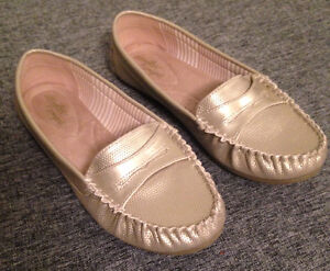 ladies' moccasin-style flats