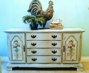 Gorgeous, Grey Chalk-painted Sideboard