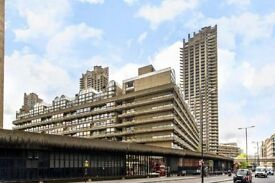 Studio next to BARBICAN Tube with PRIVATE BALCONY