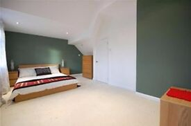 Huge double bedroom with en suite is available in Morden near Wimbledon and sutton