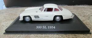Atlas-Editions-1954-Mercedes-300-SL-Modelo-De-Coche-En-Pedestal-escala-1-43-en-muy-buena-condicion