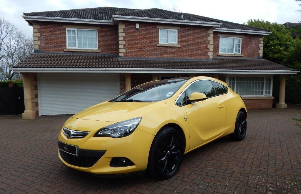 Vauxhall Astra GTC SRI CDTI SS yellow 2012  in Ponteland Tyne