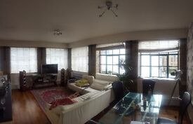 Double room to rent in Redcliffe. Lovely flat with two lovely housemates.