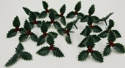 20 X SMALL PLASTIC HOLLY CHRISTMAS CAKE DECORATION / DECORATING YULE LOG CUPCAKE