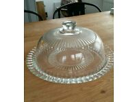 Glass cake plate and dome