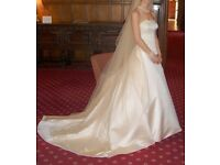 Elegant Wedding Dress complete with Shrug and Veil