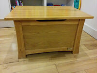 Solid oak wood chest with hinged lid