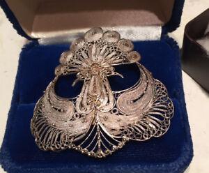 Vieux bijoux broche et bracelet