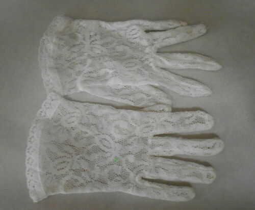 Pair of Victorian Lovely Lace White Childs Formal Gloves size Small