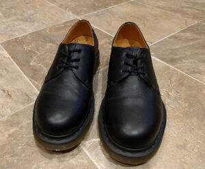 Doc Martens Originals Shoes - *Like New* (worn 2x) - Size 9M West Island Greater Montréal image 1