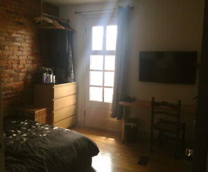 ROOM IN LITTLE ITALY