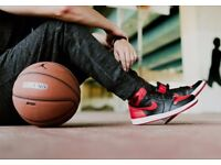 NIKE AIR JORDAN 1 RETRO HIGH OG BLACK VARSITY RED WHITE TRAINERS.SHOES SIZE UK : 9.EURO : 44