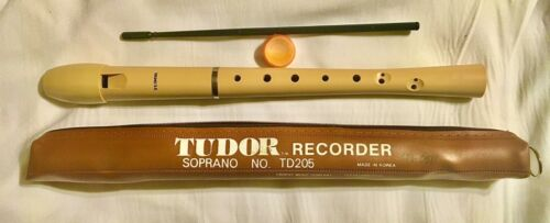 TUDOR SOPRANO RECORDER WITH CASE TROPHY MUSIC CO #TD205