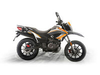 KEEWAY TX 125 CC MOTORBIKE. BRAND NEW MACHINE. COLOUR BLACK WITH RED GRAPHICS