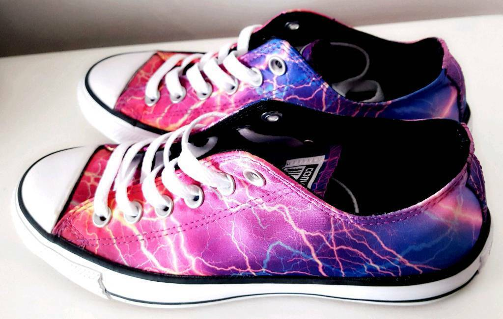 f84020a940 Unisex Converse (Womens Size 7  Mens Size 5) Lightning Bolt Low-Top All  Stars