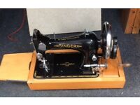 Singer manual sewing machine with lockable lid