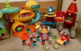 18m+ ELC Happyland rare aliens and astronauts spacemen sets