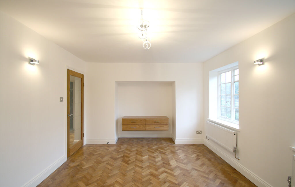 2 bedroom flat in Widecombe Court (1), Lyttleton Road, East Finchley, London, N2 0HN