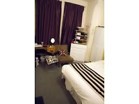 Very large double room in a clean house with a garden & a living room. 5 mins walk to underground