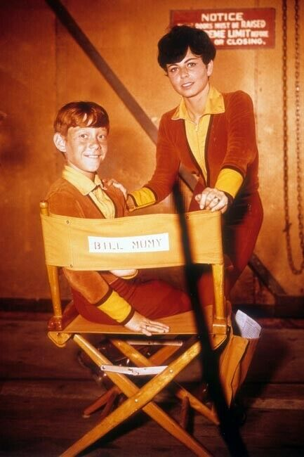 Lost in Space 1967 TV series Billy Mumy poses with guest star 4x6 inch photo