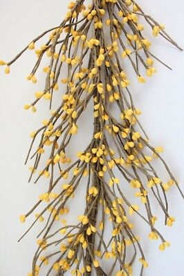 Primitive Pip Berry Garland in Yellow - 60